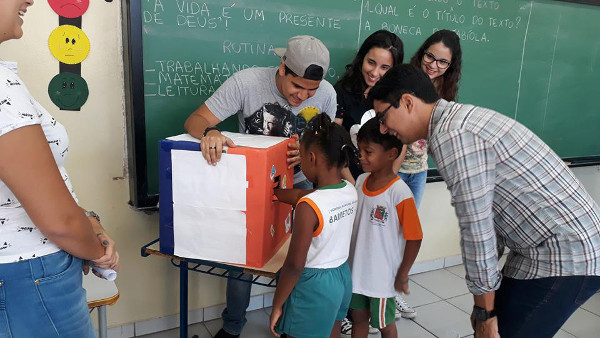 A playful activity to learn about the brain at an event organized by Faculdade Barretos in Brazil