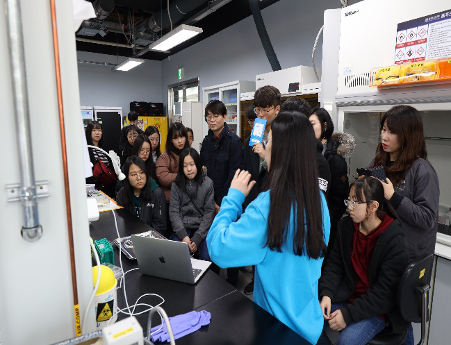 An lab visit organized by the Korean Brain Society in South Korea.