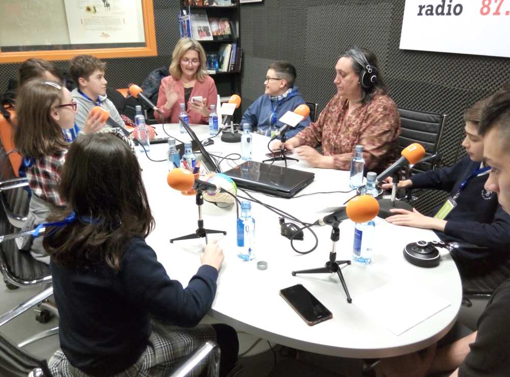 A radio show during an event organized by Neuromotiva in Spain.